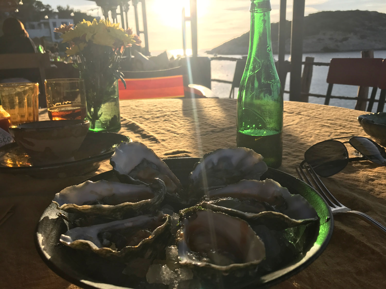 Los Enamorados Ibiza, cold beer and oysters
