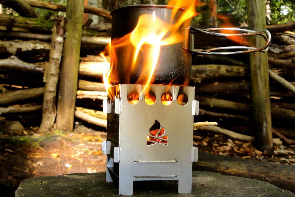 WildBounds Christmas Gift Guide, Bushcraft Essentials Bushbox, flatpack, lightweight multi-fuel wood stove.