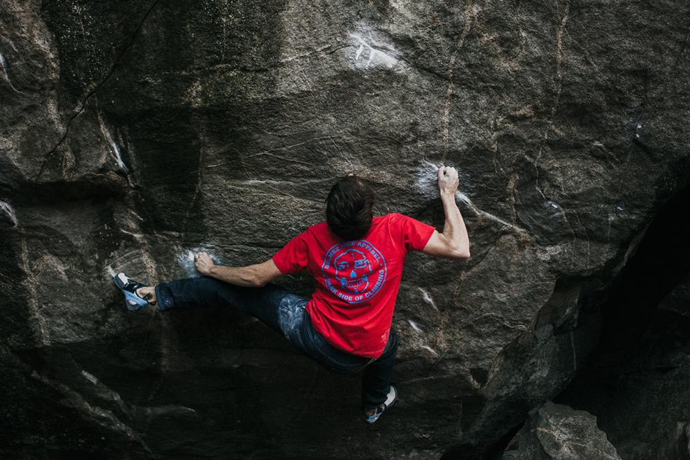 Belmez Face Climbing Gear: Graphic t-shirt team boulderer