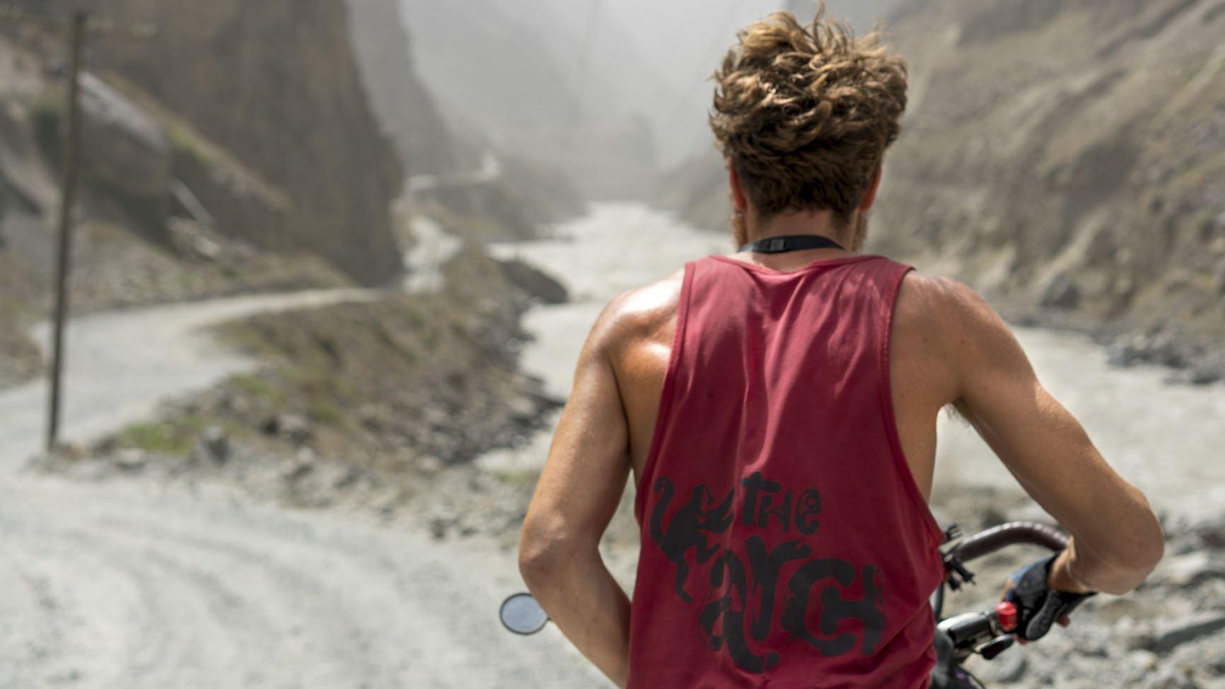 The road to Khalikhum
